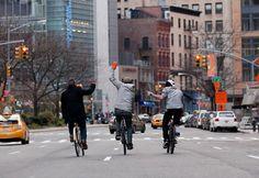 O projeto DowntownFromBehind é uma série de fotografia que captura pessoas andando de bicicleta em Nova Iorque.