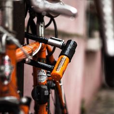 #security #antitheft #bike #lock #kryptonite ! #cadenas pour #vélo #orange #bikelife #streetphotography #Paris #city #bokeh #canon📷 #5dmk2 #StraigtOfLR #adobe #lightroom #photography