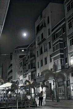 Noches bajo la luz de la luna.  #luzdeluna #lunallena #blancoynegro #calle #Ferreras #LasPalmasDeGranCanaria #Puerto #Canarias #streetphotography #fullmoon #moon #black&white #night  #photography @MiradaAtlántica