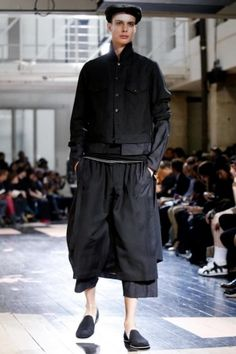 Yohji Yamamoto Menswear Spring Summer 2014 Paris Fashion Show - More on http://nwf.sh/11L8LQw