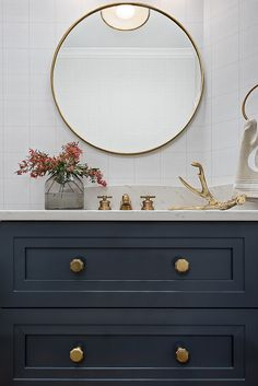 Brass Round Mirror Bathroom Round Brass Mirror Sleek Modern and timeless Bathroom Round Brass Mirror #Bathroom #RoundBrassMirror #RoundMirror #BrassMirror