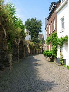 Lang Grachtje, Maastricht, Zuid-Limburg.
