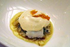 Andra Mari - Estofado de bacalao y cebolla con crema de patata y espuma de huevo
