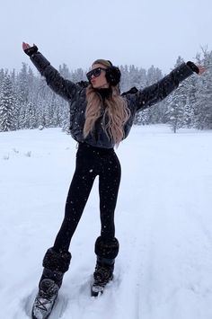 Season Women Cheap Women S Fashion Cowboy Boots Product Women S Fashion Cowboy Boots Product Ski fashion and ski outfit ideas for stylish women that want to look ski bunny cute to hit the slopes for winter 2019 - Black ski suit with. Snow Fashion, Winter Fashion Outfits, Fall Winter Outfits, Autumn Winter Fashion, Winter Night Outfit, Snow Day Outfit, Winter Style, Fashion Clothes, High Fashion