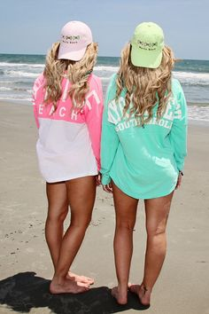 beach pic, best friend pic pose idea, twin sister pic