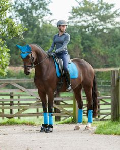 What is Dressage Numnah and Why is It Important for Horse-riding? Equestrian Boots, Equestrian Outfits, Equestrian Style, Riding Hats, Horse Riding, Riding Helmets, Dressage, Types Of Horses, English Riding