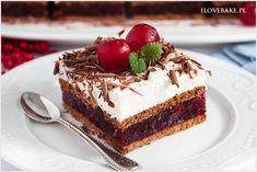 Błyskawiczne ciasto kostka szwarcwaldzka bez pieczenia na bazie herbatników, dżemu wiśniowego i kremu z mascarpone. Sweet Desserts, No Bake Desserts, Sweet Recipes, Delicious Desserts, Cake Recipes, Dessert Recipes, Ricotta, Baked Goods, Sweet Tooth