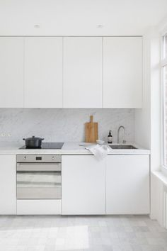 If you like a minimal, simple, stylish home decoration, it would be nice for your kitchen to fit into this concept. Having a minimal decoration in the... #kitchen #kitchendecor #kitchendesign #kitchenideas