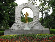 S4E3: Johann Strauss II monument in Stadtpark, Vienna