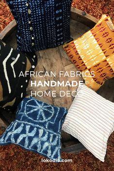 Coussin décoratif tendances confectionnés à la main  à partir de tissus traditionnels africains. Ces coussins décoratifs viendront habiller votre canapé qu'il soit en cuir, en tissu ou bien en velours. Handmade Home, African Fabric, Creations, Fabrics, Throw Pillows, Velvet, Leather, Decorative Pillows, Africans