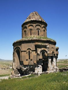 Ancient Armenian church Ani in Eastern Turkey on Armenian border Abandoned Churches, Old Churches, Abandoned Places, Mein Land, Empire Ottoman, Armenian Culture, Istanbul, Chapelle, Place Of Worship
