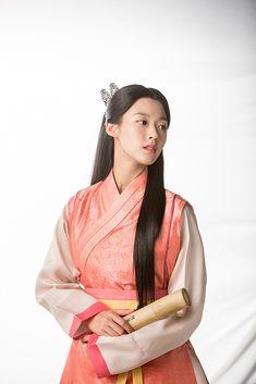 Asian Photographs, South Korean Girls, Korean Girl Groups, Korean Beauty, Asian Beauty, Kim Seol Hyun, Korean Traditional Dress, Seolhyun, Girl Bands