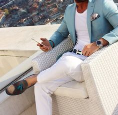 Great combination with the shoes and blazer colour matching