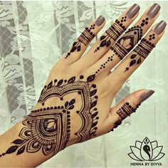 35 Beautiful and Easy Mehndi Designs For Eid You Must TryYou can find Henna art and more on our Beautiful and Easy Mehndi Designs For Eid You Must Try Pretty Henna Designs, Henna Tattoo Designs Simple, Henna Art Designs, Mehndi Designs For Beginners, Eid Mehndi Designs, Mehndi Simple, Mehndi Designs For Hands, Simple Hand Henna, Wedding Henna Designs