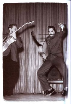 Elvis and Scotty Moore Are You Lonesome Tonight, Scotty Moore, 50s Music, Young Elvis, Elvis Presley Photos, Chuck Berry, Priscilla Presley, Music Photo, Graceland