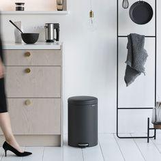 Design kitchen with wood. Cuisine design avec meubles en bois.