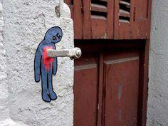 Le street artest un mouvement artistique contemporain quiregroupe toutes les formes d'art réalisées dans la rue, ou dans des endroits publics, et englobe diverses techniques. Les 35 photos qui suivent vous montrent le talent caché des artistes de rue qui réalisent de véritables oeuvres d'art en s'inspirant d'objet présent dans les rues.                                     Découvrez notre seconde partie de street art magnifique : ICI
