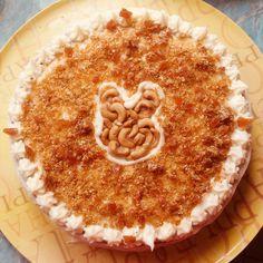 Carrotcake with mascarpone and caramel brittle Tiramisu, Caramel, Pie, Cakes, Ethnic Recipes, Desserts, Food, Mascarpone, Sticky Toffee