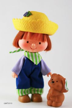 [KENNER] Strawberry Shortcake - Modèle: Huckleberry Pie Année : 1981 Série : Seconde série Edition:  Particularités: accompagné de son animal Pupcake the Dog