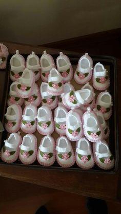 Chaveiros de sapatinhos de feltro para lembrança de batizados  Angelina e Valentina- Castorina Srna
