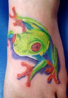 Crazy Chest Tattoo: Frog Tattoos For Girls Hd Tattoos, Girl Tattoos, Tattoos For Women, Tree Frog Tattoos, 3d Tree, Outline Designs, Tattoo Outline, Tree Frogs, Chest Tattoo