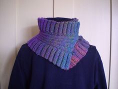 This collar is a knitted rectangle with a deep ruffle on each side and a central portion of rib. It is knitted in one piece and can be worn standing up like a ruff or folded over into layers. Knit Cowl, Knit Crochet, Knitting Projects, Knitting Patterns, Knitting Ideas, Linen Stitch, Double Ruffle, Neck Warmer, Keep Warm