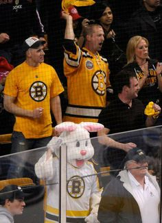 4/20/14 Bruins win 4-1 Easter Sunday Hockey Teams, Hockey Players, Dont Poke The Bear, Boston Sports, Boston Bruins, Pilgrim, Panthers, Nhl, First Love