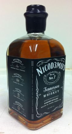 Tennessee Whiskey / Bourbon, Jack Daniels - - Whisky do T Whiskey Girl, Good Whiskey, Cigars And Whiskey, Scotch Whiskey, Bourbon Whiskey, Whisky Jack, Bourbon Drinks, Irish Whiskey, Whiskey Bottle