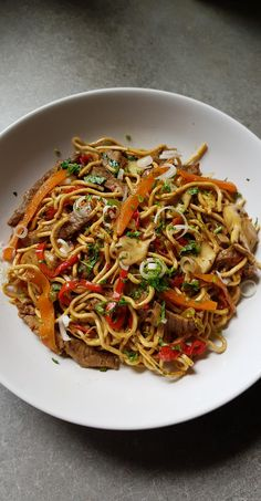 Chinese noodles with beef and vegetables - My tasty cook .- Nouilles chinoises au boeuf et aux légumes – My tasty cuisine Chinese noodles with beef and vegetables – My tasty cuisine - Asian Recipes, Beef Recipes, Chicken Recipes, Cooking Recipes, Ethnic Recipes, Vegetable Noodles, Vegetarian Lunch, Asian Cooking, Healthy Dinner Recipes