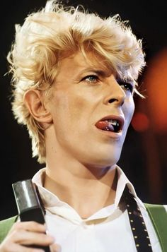 Let's dance: unseen images of David Bowie on tour in 1983 - - The images in Denis O'Regan's new book Ricochet: David Bowie 1983 are candid chronicle of the singer. Images Of David Bowie, David Bowie Pictures, Freddie Mercury, David Bowie Ziggy, The Thin White Duke, Ziggy Stardust, Lady Stardust, Lets Dance, David Jones