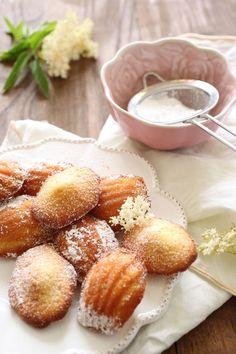 Petites Elderflower Madeleines :: this might just give me reason to buy the ADORABLE mini Madeleine tin we have at work. Pavlova, Baking Recipes, Cookie Recipes, Brunch Recipes, Dessert Recipes, Madeleine Recipe, Galletas Cookies, Elderflower, Tea Cakes