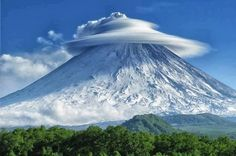 Formación de nubes raras sobre la Península de Kamchatka, Rusia.  http://ecuafoto.com