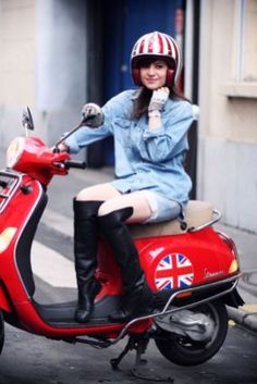 Scooter Girl Vespas 83