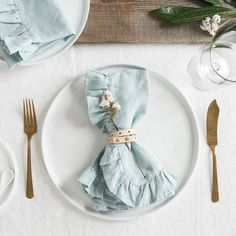 The Ruffled Mint Napkins are big, bold and an eye-catching accouterment. Grace your tabletop with these gorgeous 100% linen napkins.