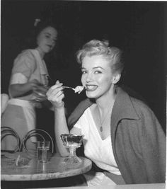 Marilyn at Wil Wright's Icecream Parlor, 1953. Photo by Andre de Dienes.