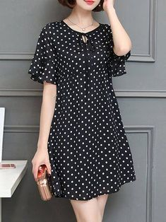 Black A-line Bell Sleeve Polka Dots Plus Size Plus Size Casual Dress Plus size women fasion moda dreBuy Casual Dress For Women at JustFashionNow. Online Shopping JustFashionNow Black Women Casual Dress Crew Neck A-line Going out Dress Short Sleeve Ch Floral Plus Size Dresses, Casual Dresses Plus Size, Plus Size Casual, Mode Outfits, Fashion Outfits, Womens Fashion, Dress Fashion, Fashion Clothes, Diy Clothes