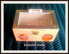 Caja Joyero decorada con Cupcakes en decoupage.