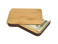 Michael Grau is raising funds for Minimalist Wallet by Trussly on Kickstarter! The only minimalist wallet that fully closes, surprises and delights. Because important things go in a case. Wood Business Cards, Business Card Case, Wooden Bag, Wooden Boxes, Woodworking Gadgets, Woodworking Videos, Woodworking Wood, Personalized Wooden Signs, Desk Gifts