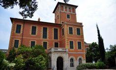 Villa #Hanbury: attorno ad un'antica torre, tra il '600 ed il '700, si sviluppò l'edificio principale della proprietà, il palazzotto dei marchesi Orengo di Ventimiglia che venne acquistato, nella seconda metà dell'800, da Thomas Hanbury.