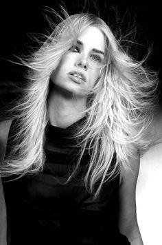 Hai deciso di far crescere i capelli? Però vuoi raggiungere il tuo obiettivo con i capelli belli e sani? Scrivici, saremo lieti di aiutarti. Rinaldo Rampon