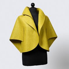 Solo mio, chaqueta amarillo Jacket by Teresa Maria Widuch of Yantar,American Made, 2013 Buyers Market of American Craft❤️ Kimono Mantel, Mode Kimono, Estilo Lolita, Couture, Dress Patterns, Blouse Designs, African Fashion, Coats For Women, Blazer Jacket