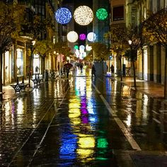 Cuando lluvia y luz se unen...  #iluminacionnavideña Ximenez Group #reflejos #reflection #christmasdecorations #decoracionnavideña #christmas #christmastime #donostia #sansebastian #gipuzkoa #paisvasco #paysbasque #basquecountry Black And Silver Dress, Black Silver, Farmhouse, Rain, Lights, Basque Country