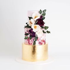 SWOON! we just love this dramatic and uber pretty cake!