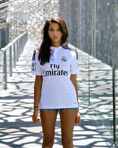 Real Madrid home jersey Zidane badge Hot Football Fans, Football Girls, Soccer Fans, Madrid Girl, Real Madrid Club, Real Madrid Shirt, Football Shirt Designs, Jersey Outfit, Football Fashion