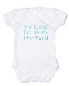 Het is Cool, ik ben met de Band - grappige baby onesie, 100% zachte dikke katoenen (blauwe tekst, witte Romper, hand gedrukt USA)