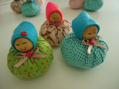 Looks like wooden bead and a circle of fabric sewn up. Fabric Crafts, Sewing Crafts, Sewing Projects, Paper Crafts, Cute Crafts, Diy And Crafts, Childrens Teepee, Homemade Dolls, Bazaar Crafts