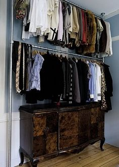 Walk In Closet Ideas - Searching for some fresh ideas to remodel your closet? See our gallery of leading luxury walk in closet layout ideas as well as photos. Open Wardrobe, Wardrobe Rack, Makeshift Closet, Walk In Closet Small, Dressing Room Closet, Dressing Rooms, Rustic Closet, Glam House, No Closet Solutions