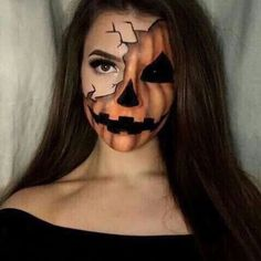 Looking for for ideas for your Halloween make-up? Browse around this website for cute Halloween makeup looks. Visage Halloween, Fröhliches Halloween, Cute Halloween Makeup, Scary Halloween Costumes, Trendy Halloween, Halloween Pumpkin Makeup, Halloween Face Paint Scary, Scary Face Paint, Scarecrow Makeup