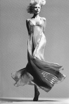 """lelaid: """"Nadja Auermann by Richard Avedon for Atelier Versace S/S 1995 """" Vintage Photography, Editorial Photography, Amazing Photography, Photography Poses, Fashion Photography, Richard Avedon Photos, Richard Avedon Photography, Cher Horowitz, Fashion Art"""