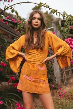 Mojo mini skirt in meadow - PRODUCT DESCRIPTION Super fun and flirty, this A-line mini skirt is a must-have wardrobe staple. Boho Outfits, 70s Outfits, Cute Outfits, Fashion Outfits, Seventies Outfits, Bohemian Outfit, 70s Inspired Fashion, 60s And 70s Fashion, Boho Fashion
